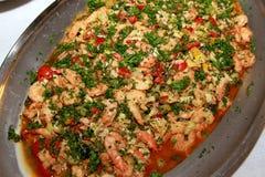 虾沙拉以菜和荷兰芹大品种装饰特写镜头的 库存图片