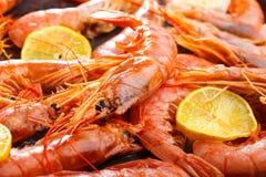 虾海鲜用很多柠檬 图库摄影