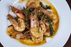 虾用红色咖喱,泰国食物,特写镜头 图库摄影