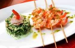 虾用针串起膳食 库存图片