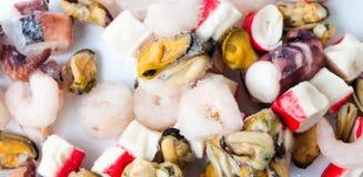 虾surimi淡菜和章鱼的冻结的海鲜混合 库存照片