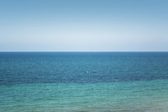 蚂蚁海岛在La Manga Del Mar Menor的海天线 免版税库存图片
