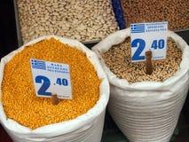 蚕豆和黑眼睛豌豆,雅典市场 库存照片
