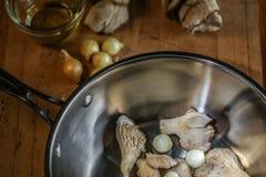 蚝蘑和珍珠洋葱 免版税库存照片