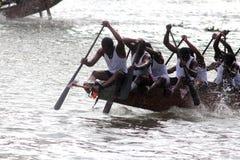蛇乘舟组的划桨手 免版税库存照片
