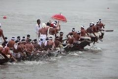 蛇乘舟组的划桨手 库存图片