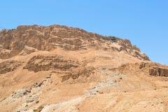 蛇道路足迹和电车的风景看法对马萨达堡垒,马萨达国立公园,以色列 免版税库存照片