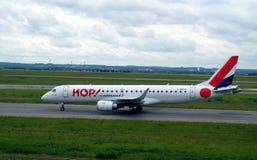 蛇麻草飞机的图片离开的 法国航空辅助者是地方飞行的名牌管理的蛇麻草  免版税图库摄影