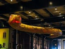 蛇`是蛇的黄道带标志的月球灯笼`从在环形码头的黄昏将被阐明由艺术家西蒙妮Chua和伦佐 库存图片