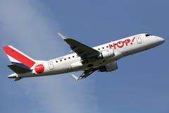 蛇麻草法航巴西航空工业公司ERJ-170飞机 免版税库存照片