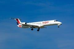 蛇麻草!巴西航空工业公司ERJ 145 免版税库存图片