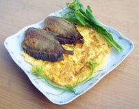 蛋和炸鱼 库存图片