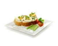 蛋和水芹单片三明治 免版税库存照片