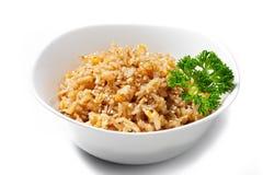 蛋炒饭 米用在白色背景的煎蛋卷 免版税图库摄影