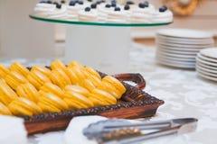 蛋白杏仁饼干和甜点 免版税库存图片