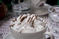 蛋白牛奶酥用巧克力 库存图片