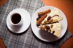 蛋白牛奶酥用桂香 免版税库存照片