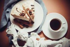 蛋白牛奶酥用桂香 免版税图库摄影