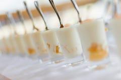 蛋白牛奶酥用香草 免版税图库摄影