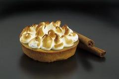 蛋白甜饼蛋糕 免版税库存照片