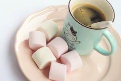 蛋白软糖和咖啡 图库摄影