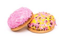 蛋白软糖曲奇饼用五颜六色的糖洒 免版税库存图片