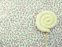蛋白软糖棒棒糖糖果顶视图有空间拷贝背景 免版税图库摄影
