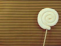 蛋白软糖棒棒糖糖果顶视图有空间拷贝背景 库存图片
