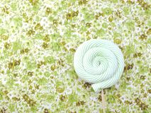 蛋白软糖棒棒糖糖果顶视图有空间拷贝背景 免版税库存照片