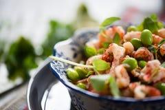 蛋白质沙拉用小龙虾, edamame 库存图片