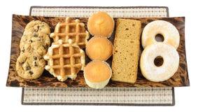蛋糕、曲奇饼、油炸圈饼和waffels在板材 免版税图库摄影