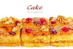 蛋糕、肉桂条和干莓果 图库摄影