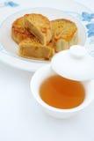蛋糕中国月亮茶 免版税库存图片
