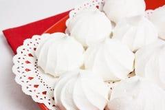 蛋糕亲吻蛋白甜饼 免版税库存照片