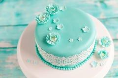 蛋糕典雅的婚礼 免版税库存图片