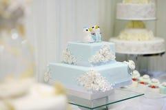蛋糕可口滑稽的婚礼 免版税库存照片