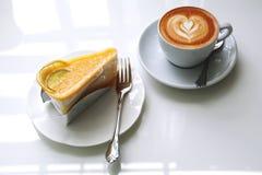 蛋糕和咖啡 免版税库存图片