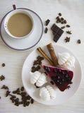 蛋糕和蛋白甜饼14 库存照片