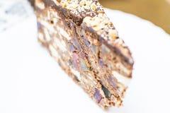 蛋糕和软心豆粒糖的巧克力蛋糕 免版税图库摄影