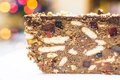 蛋糕和软心豆粒糖的巧克力蛋糕 库存图片