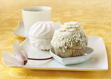 蛋糕咖啡cyclamen早晨和风 免版税库存照片