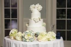 蛋糕四有排列的婚礼 库存图片