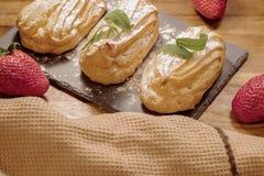 蛋糕奶油色甜点 免版税库存照片