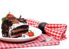 蛋糕巧克力沫丝淋草莓 免版税库存照片