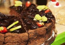蛋糕巧克力片草莓 库存图片