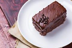 蛋糕巧克力牌照白色 免版税图库摄影