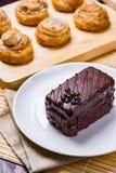 蛋糕巧克力牌照白色 免版税库存照片