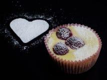 蛋糕干酪樱桃可口点心果酱牌照白色 库存照片