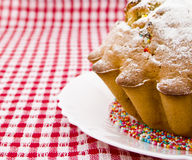蛋糕拂去灰尘的糖粉 免版税库存照片