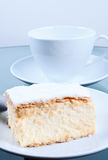 蛋糕拿破仑部分表 免版税库存照片